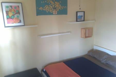 Sunny room/private bath/harbor view - Boston - Wohnung