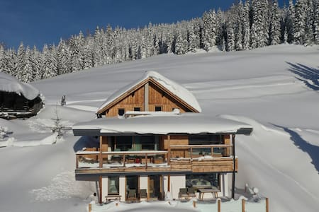 Luxus Ferienwohnung Alpakablick, Wagrain