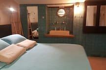 chambre 1 lit en 160 cm avec salle d eau et toilette