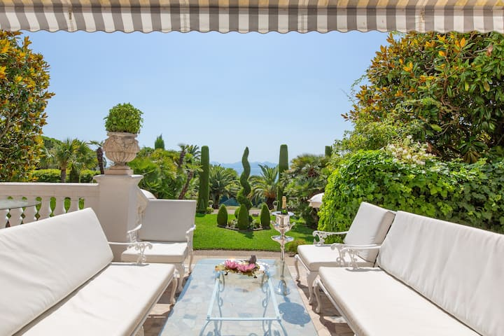"Imperial Villa ""Chateau Algarve"" in Cap d'Antibes"
