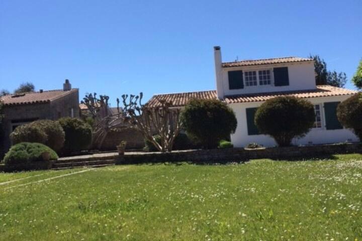 Ars en Ré, superbe jardin avec grande maison+chai - Ars-en-Ré