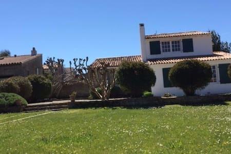 Ars en Ré, superbe jardin avec grande maison+chai - Ars-en-Ré - 独立屋