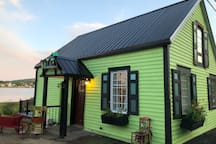 Mama's Lilly Pad on the waterfront - Large open loft on the second floor, Great ocean front deck with a view of Annapolis Royal. Charming early 1800 building complete renovated but, still warm with historical character here and there