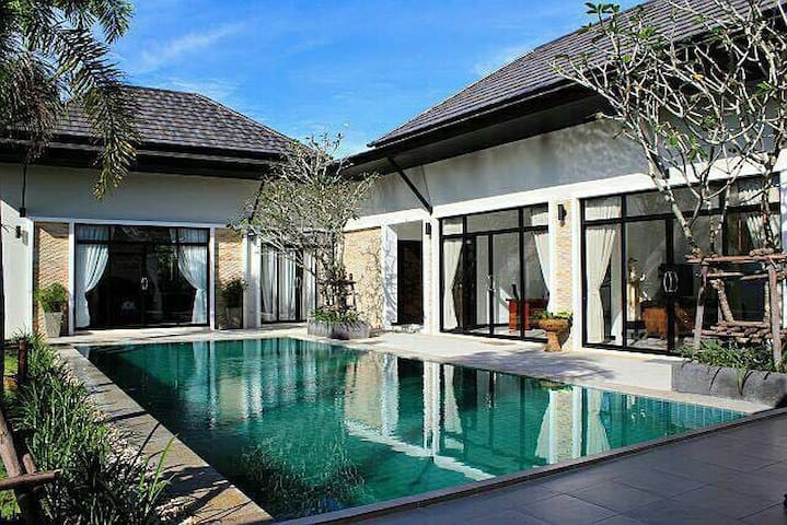 Spacious pool villa in Laguna area - Tambon Choeng Thale - House