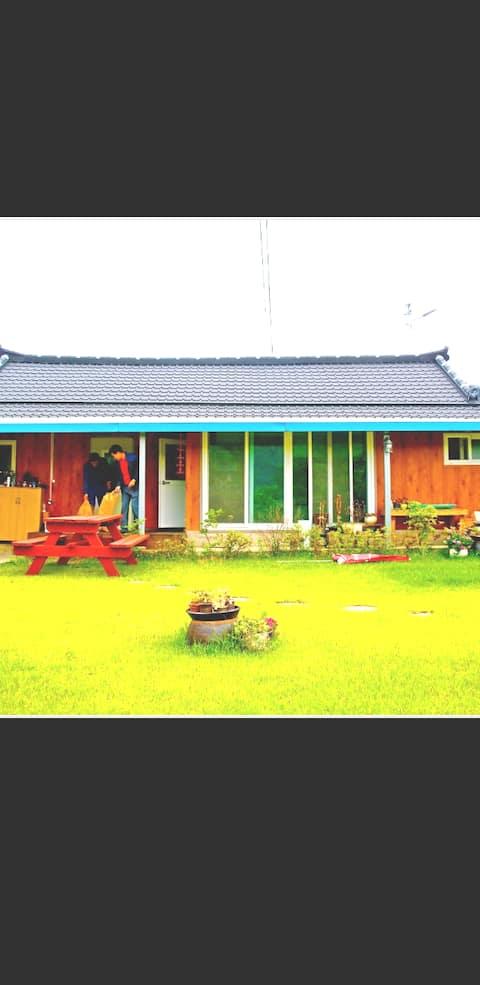 장성땜아래  미락단지안에  있는 조그만농가주택~~~