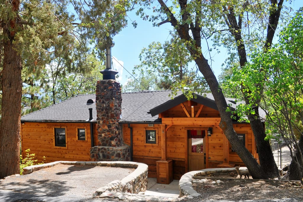 Hip modern cabin stunning views cabins for rent in big for Cabins big bear lake ca