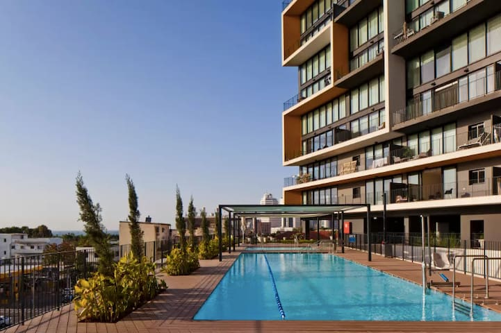 View Terrace w/Pool &Gym - Best location in TLV