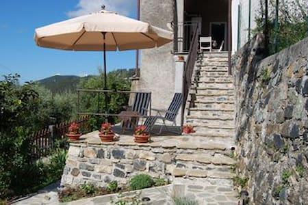 Casa di campagna con splendida vista e Giardino - Sasseta - Byt