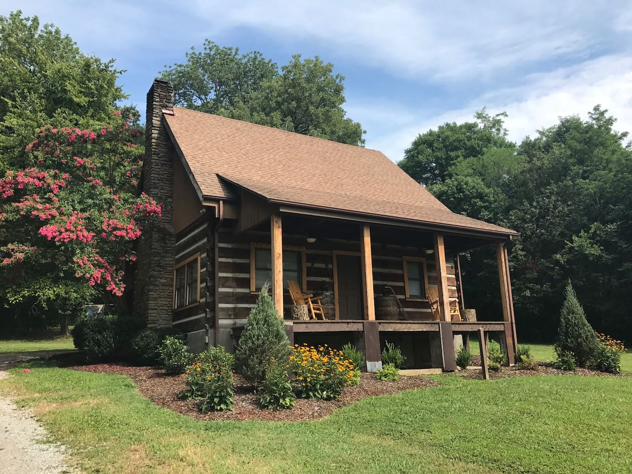 The Cabin at Flat Rock Farms is the perfect getaway in Middle Tennessee...located on a beautiful and gated 115-acre working horse farm.