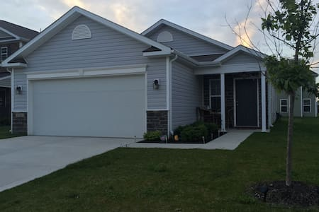 Cozy 3BR Ranch Minutes From IMS! - Whitestown - Ház