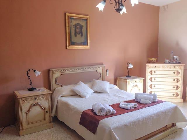 Master bedroom close to Mdina - Rabat - Bed & Breakfast