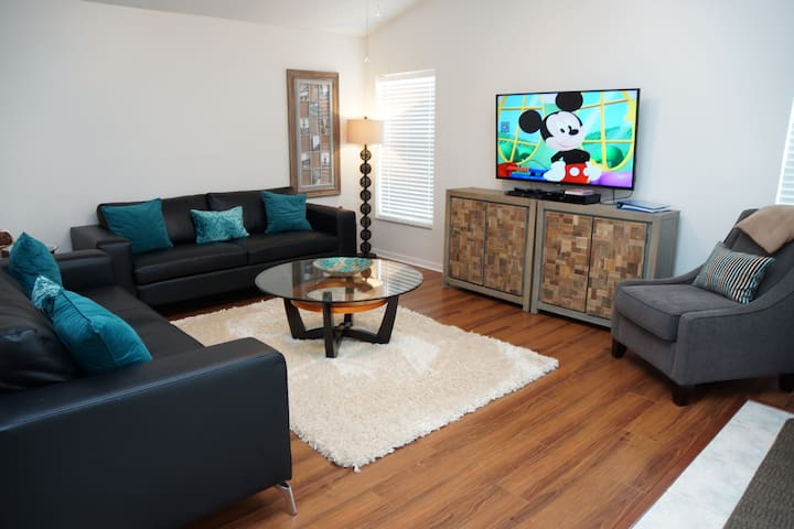 DEAL! 3 BR Pool Home-WiFi, BBQ, Disney/Orlando