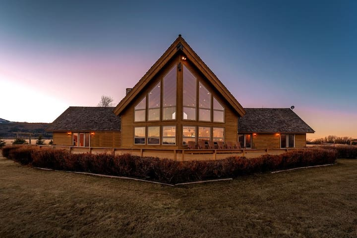 Log Dream Home, Views of Teton Mountains, Stunning & Spacious - NEW!-CANCELLATION SPECIAL
