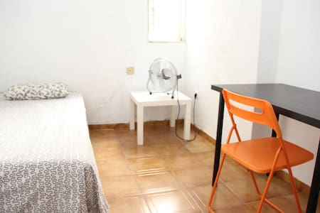 Crash Pad Madrid Center 4 Solo Adventure Traveler - Madrid - Apartment