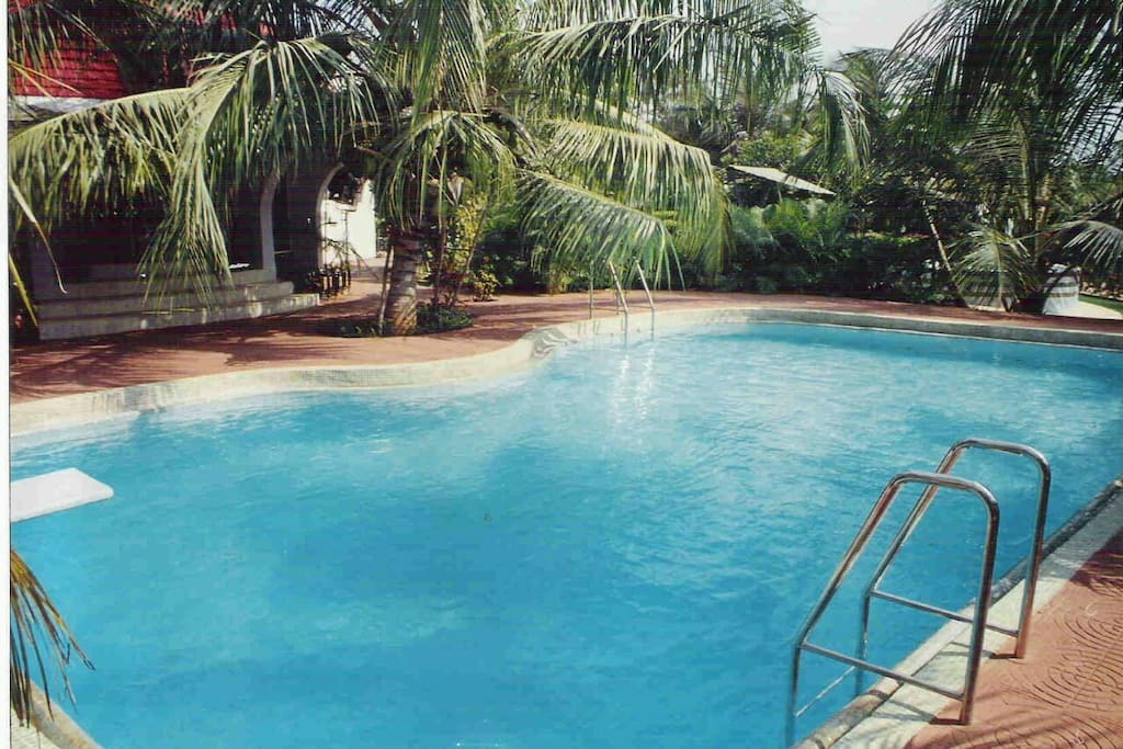 Gorgeous bungalow with a private swimming pool bungalows for rent in maharashtra maharashtra for Bungalows in gorai with swimming pool