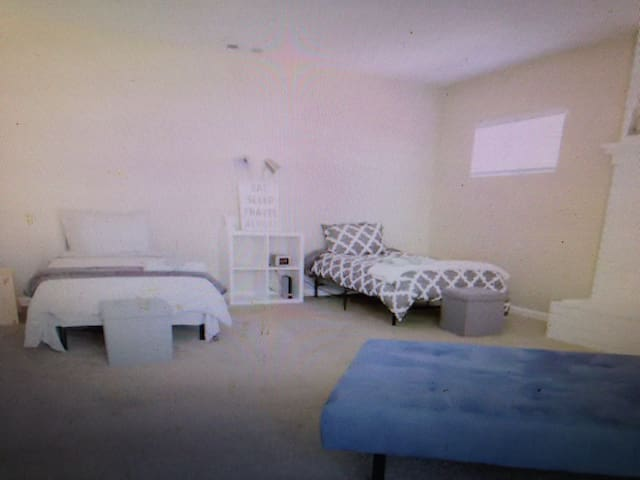 Spacious Shared Room • Twin I - Paget - Apartment