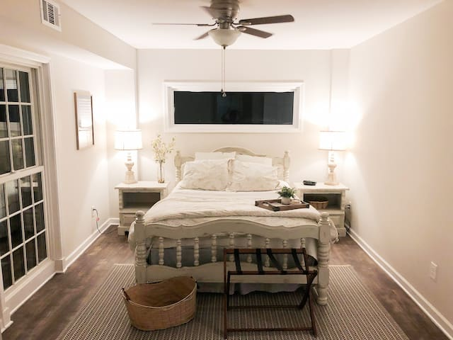 Feeling at Home in the City - Private Guest Suite