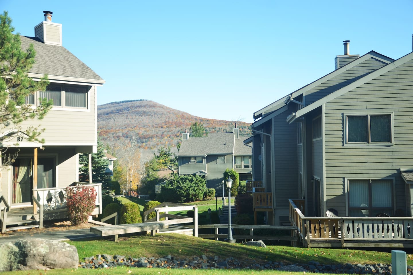 Hunter Highlands condos situated right on the mountain
