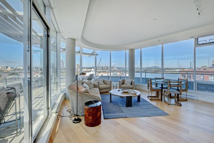 Downtown Waterfront Penthouse w/ free parking