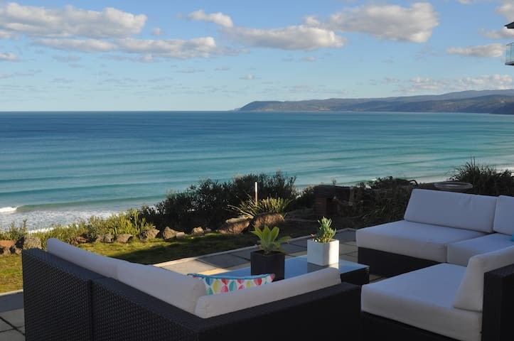 FAIRHAVEN BEACH RETREAT -Front Row Views -The Sets
