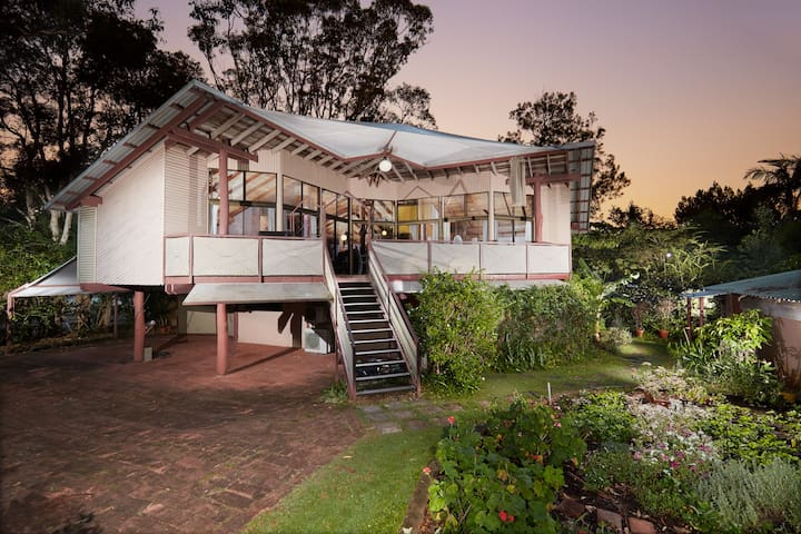 Upstairs Bedsitter @ Raja Beach House