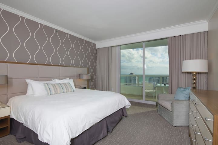 FONTAINEBLEAU HOTEL 1 BEDROOM BAY VIEW