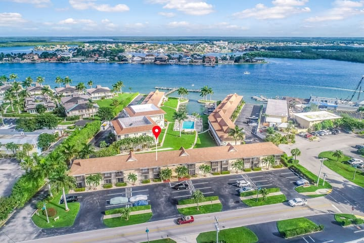 Quaint waterfront condo w/ shared pool & great location - 1 dog welcome!