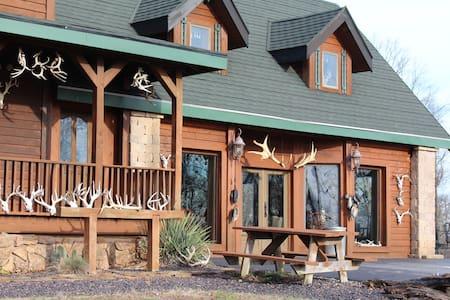 Samson's Whitetail Mountain Lodge Cabin Room(s) - Wien - Hytte