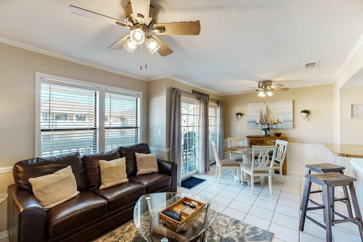 Charming Condo with Private Balcony & Multiple Shared Pools, Close To the Beach!