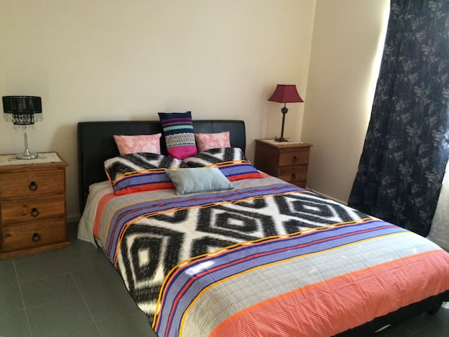 Chinese style master bedroom - Noble Park - House