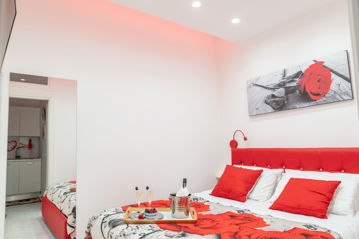 Red Rose Apartment: Enjoy your romantic stay!