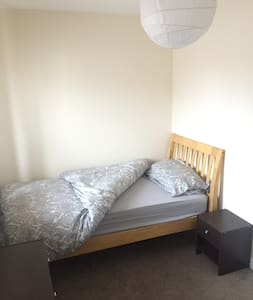Single room close to Telford centre and M54 - Telford and Wrekin - Hus
