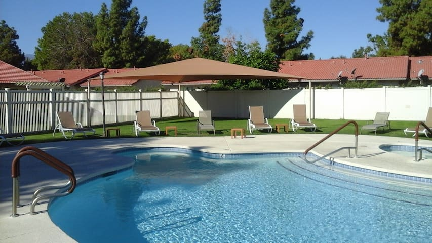 4 Bed, 1 Bath and Pool - Coachella Weekend 1 - Indio - Devremülk