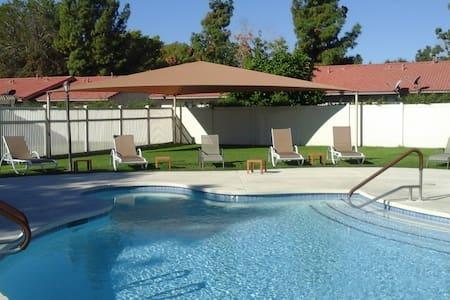 4 Bed, 1 Bath and Pool - Coachella Weekend 1 - Indio - Paruh waktu