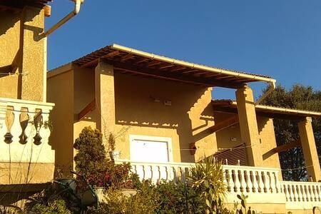 villa pour 4 personnes vue panorami - Moltifao