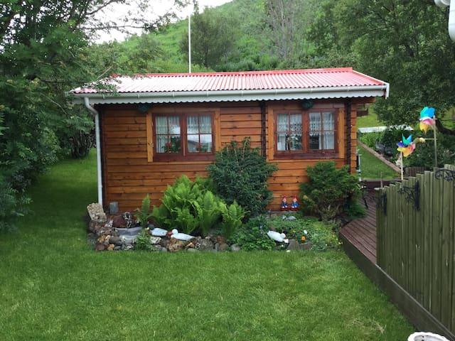 True summer house feeling - Reyðarfjörður - Casa de campo