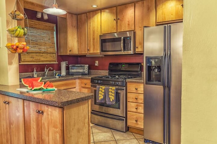 Feel free to cook a meal or grab a quick snack. You can use anything in my fully equipped kitchen. Happy to have breakfast foods of your liking.