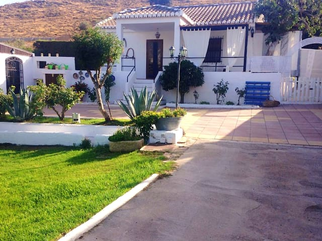 Villa with 2 bedrooms in Padul, with wonderful mountain view, private pool, furnished terrace - 35 km from the slopes
