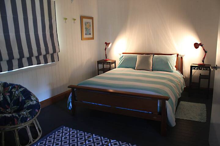 Main Bedroom - queen bed
