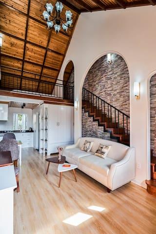 Lovely Retreat in Beautiful Loft Style Home 🌺201