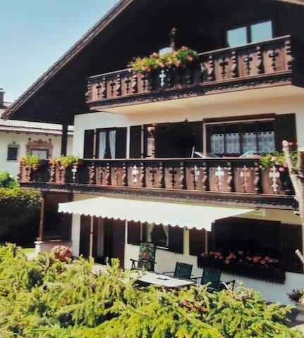 Schöne Ferienwohnung (56m²) mit tollem Alpenblick! - Krün - Wohnung