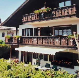 Schöne Ferienwohnung (56m²) mit tollem Alpenblick! - Krün - Apartemen