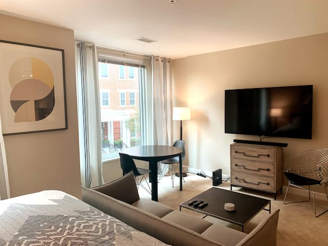 Gorgeous Studio Only 4 Min to Metro - Free Parking