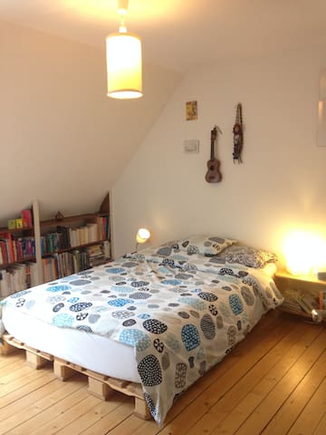 Cozy room in a charming house - Basel - House