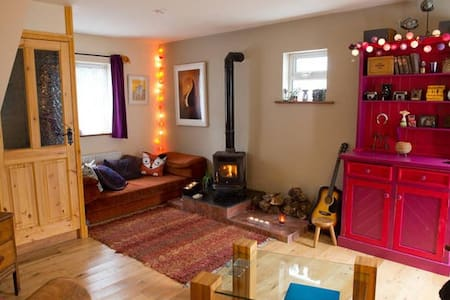 Cosy cottage in the heart of seaside village - Crosshaven