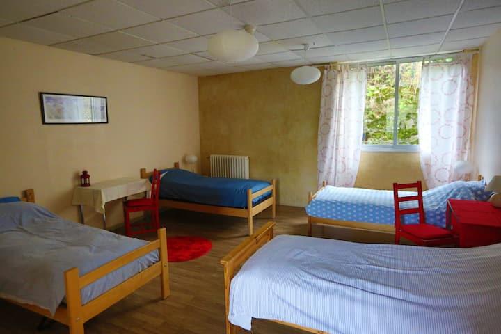 L'Opale, chambre pour 4, dans gîte en Cévennes