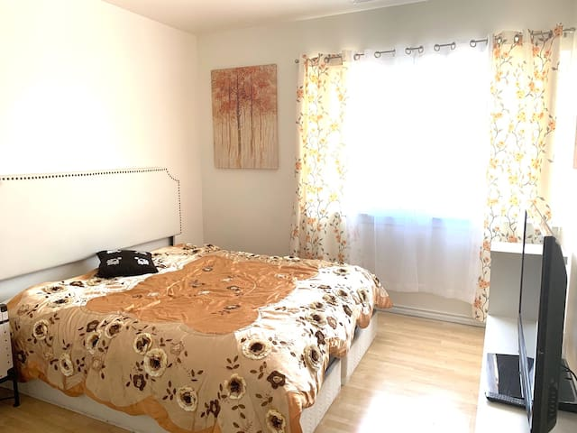 Private large room in Japan town, perfect location
