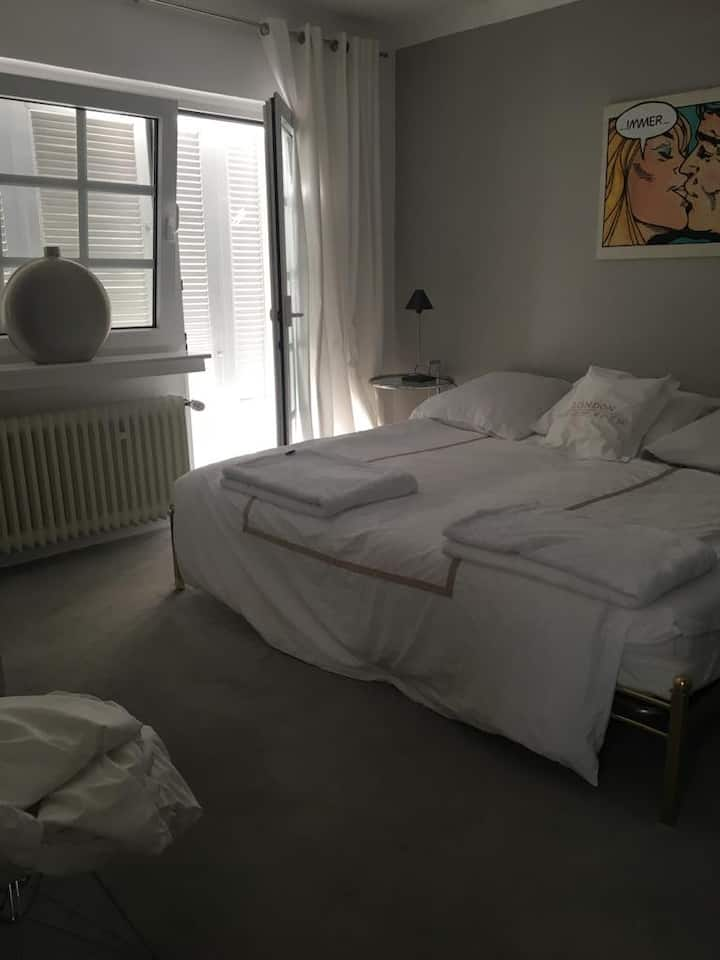 Room with balcony close to Fair Cologne & City