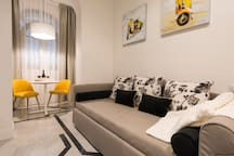 YELLOW: Suite deluxe - second room, lounge set up