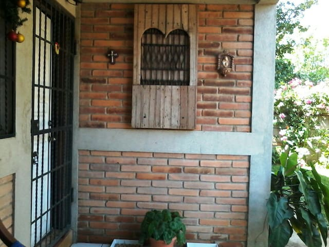 Rustic House in Managua - Managua - House
